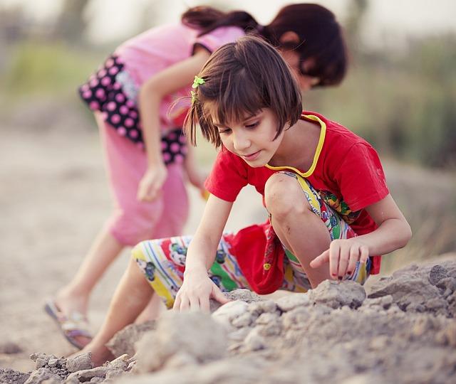 childhood-2410051_640